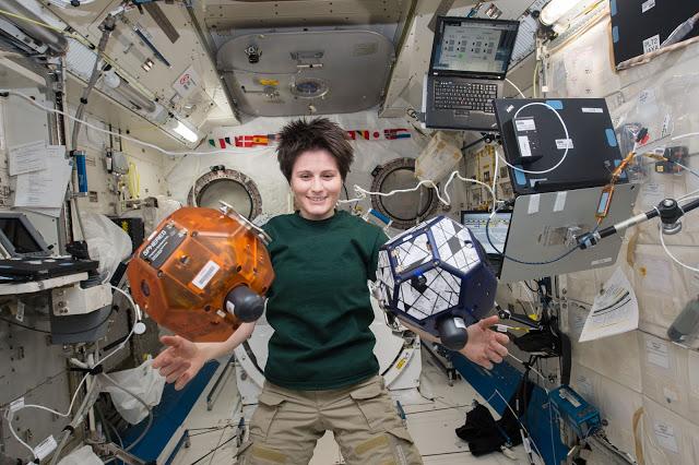 Vídeo mostra um pouco do dia a dia da Samantha a bordo da ISS
